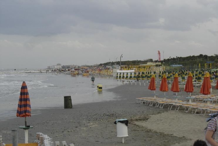 Un'immagine della mareggiata a Punta Marina Terme